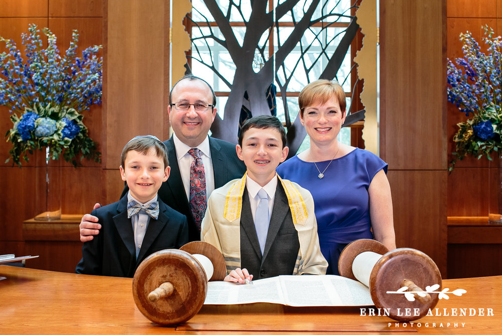 Family_With_torah