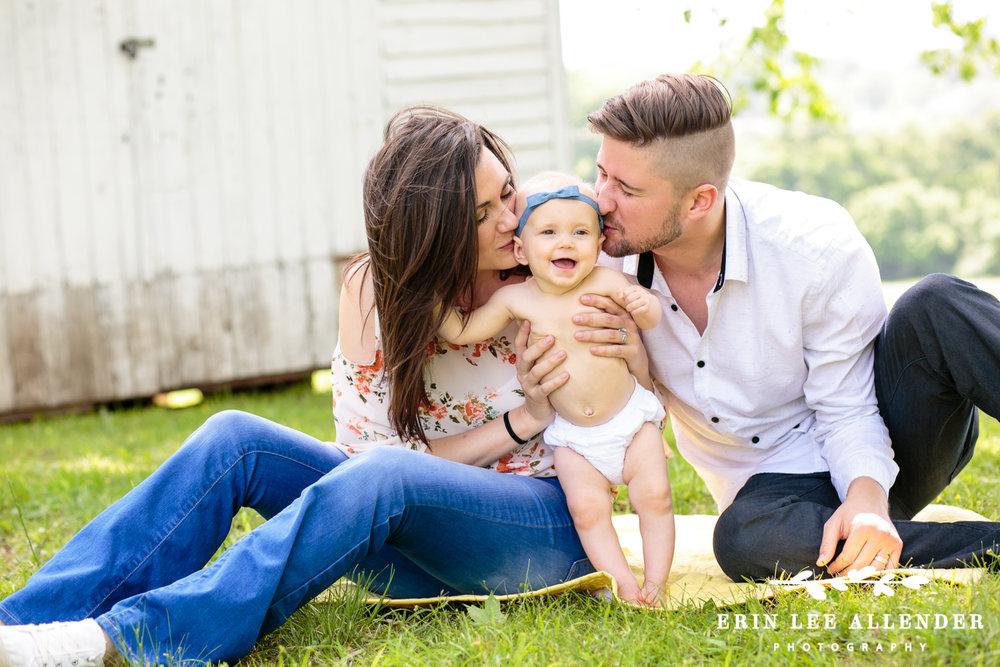 Parents_Kiss_Baby