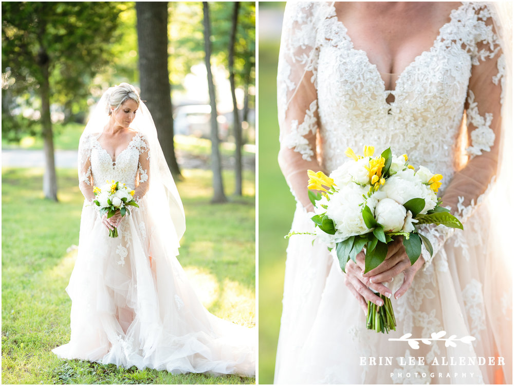 Bride_with_white_Yellow_bouquet