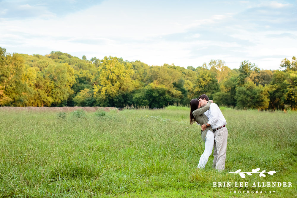 Couple_Kisses_In_Field