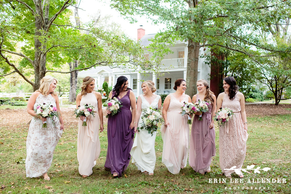 Bridesmaids_In_Different_Dresses