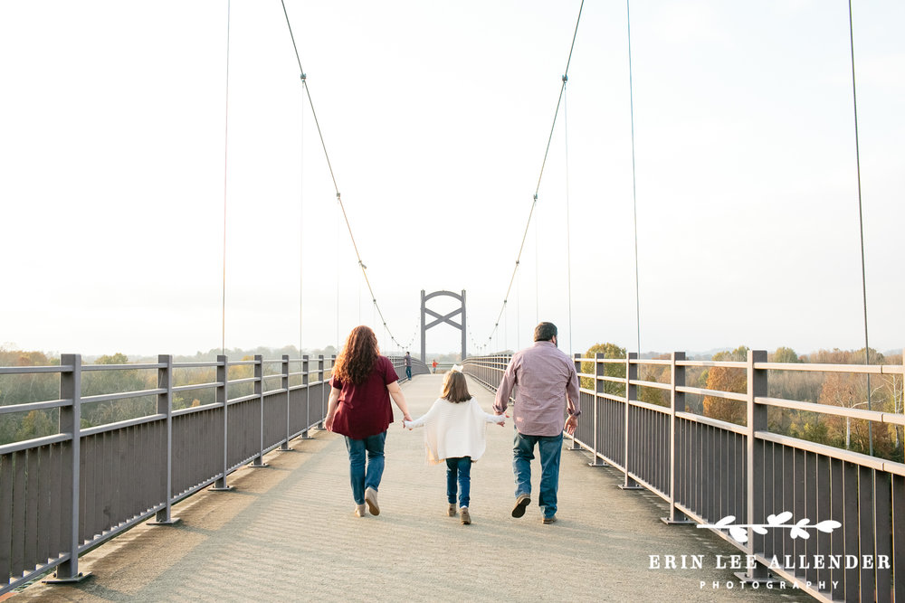 Family_On_Nashville_Pedestrian_Bridge