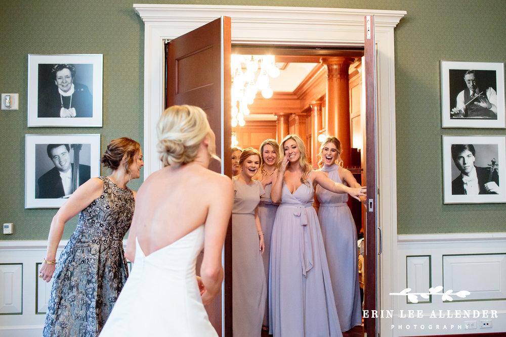 Bridesmaids_See_Bride