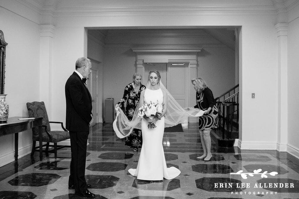 Fluffing_Wedding_Veil
