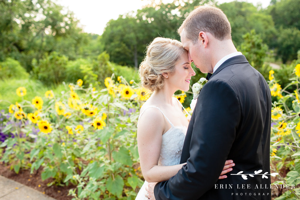 Bride_groom_sunflowers