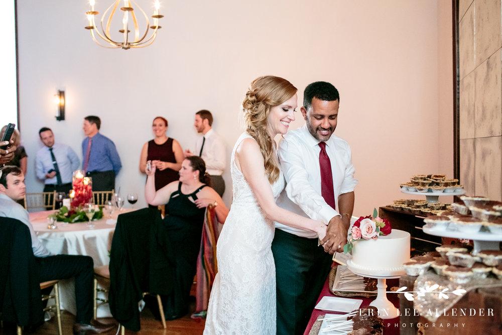 wedding-cake-cutting
