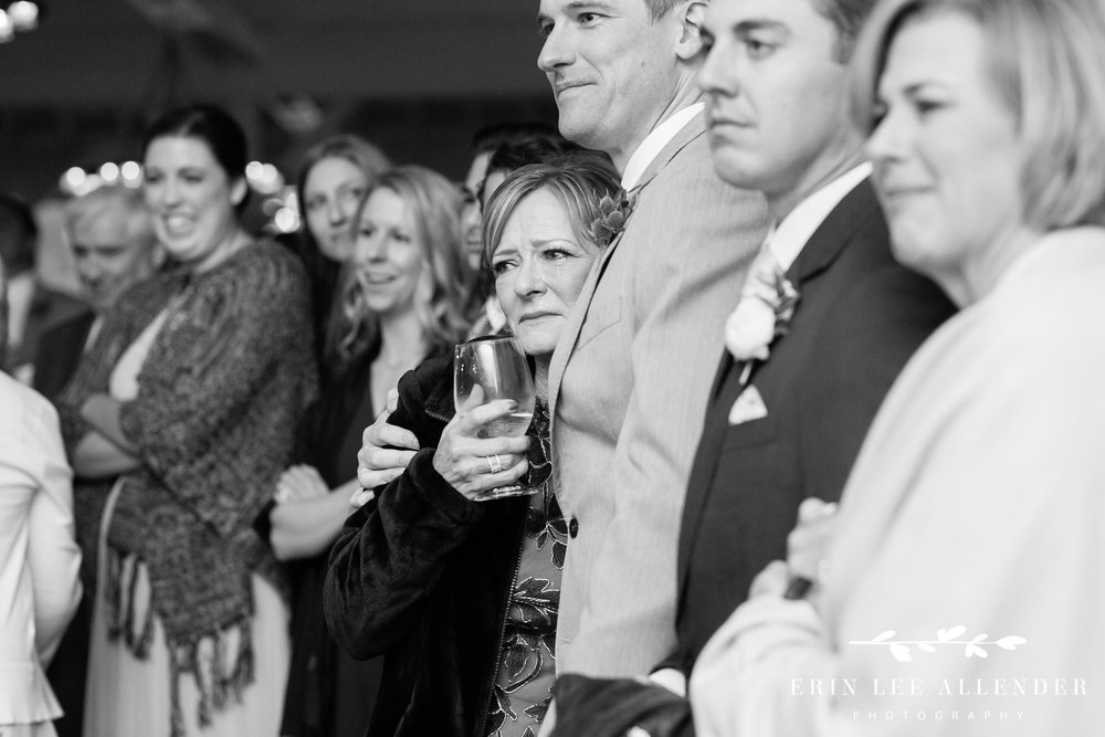 mother-cries-during-father-bride-dance