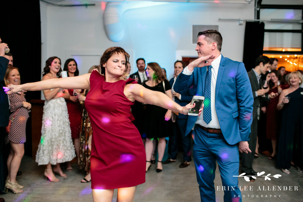 groom-sister-dance