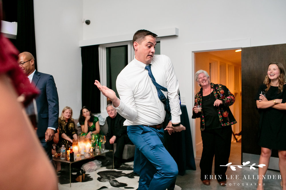 groom-dancing