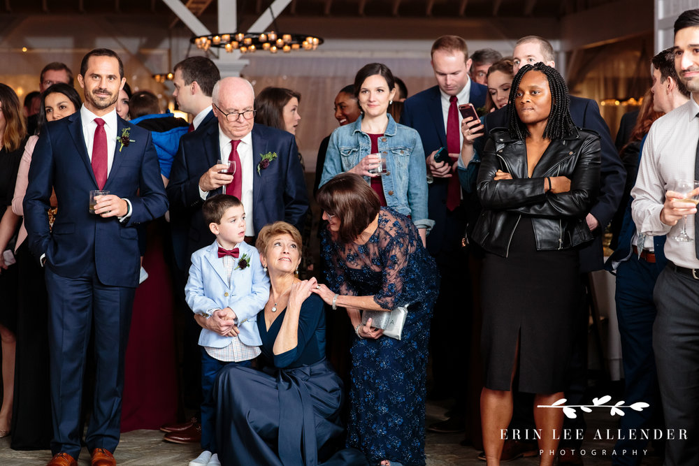 mothers-cry-watching-first-dance