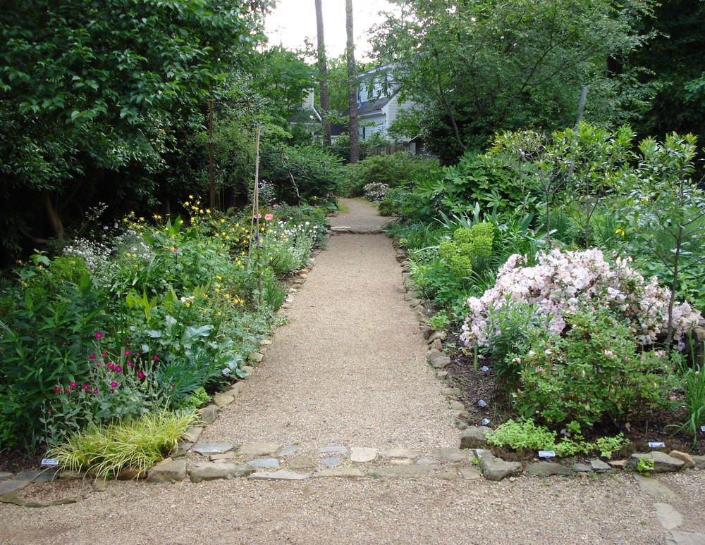 the elizabeth lawrence house garden is open to the public as a horticultural and historic resource and is managed in elizabeth lawrences spirit as a - Garden House