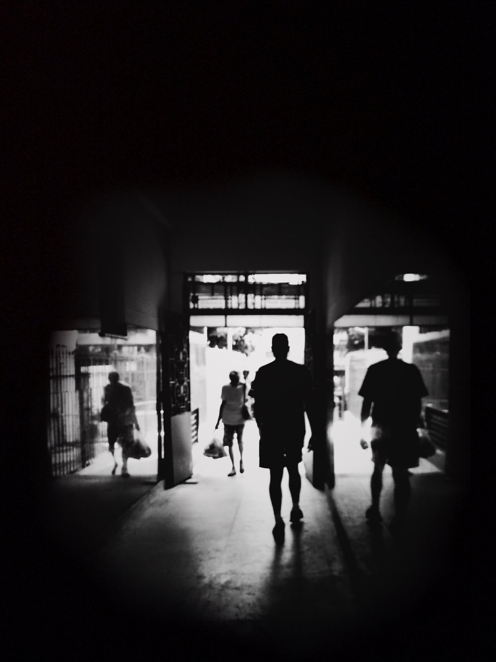 / Tunnel of crossing stories