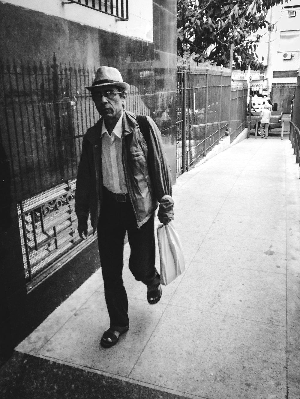 / Walking hat