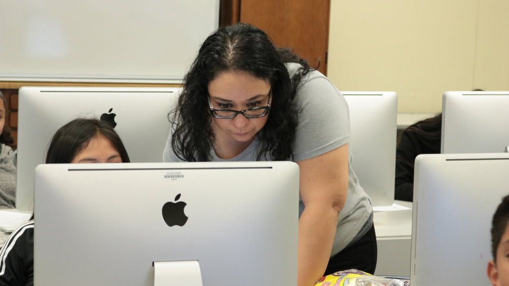 Yolanda Tapia of SIATech working with a student to indentify a career that intrest them.