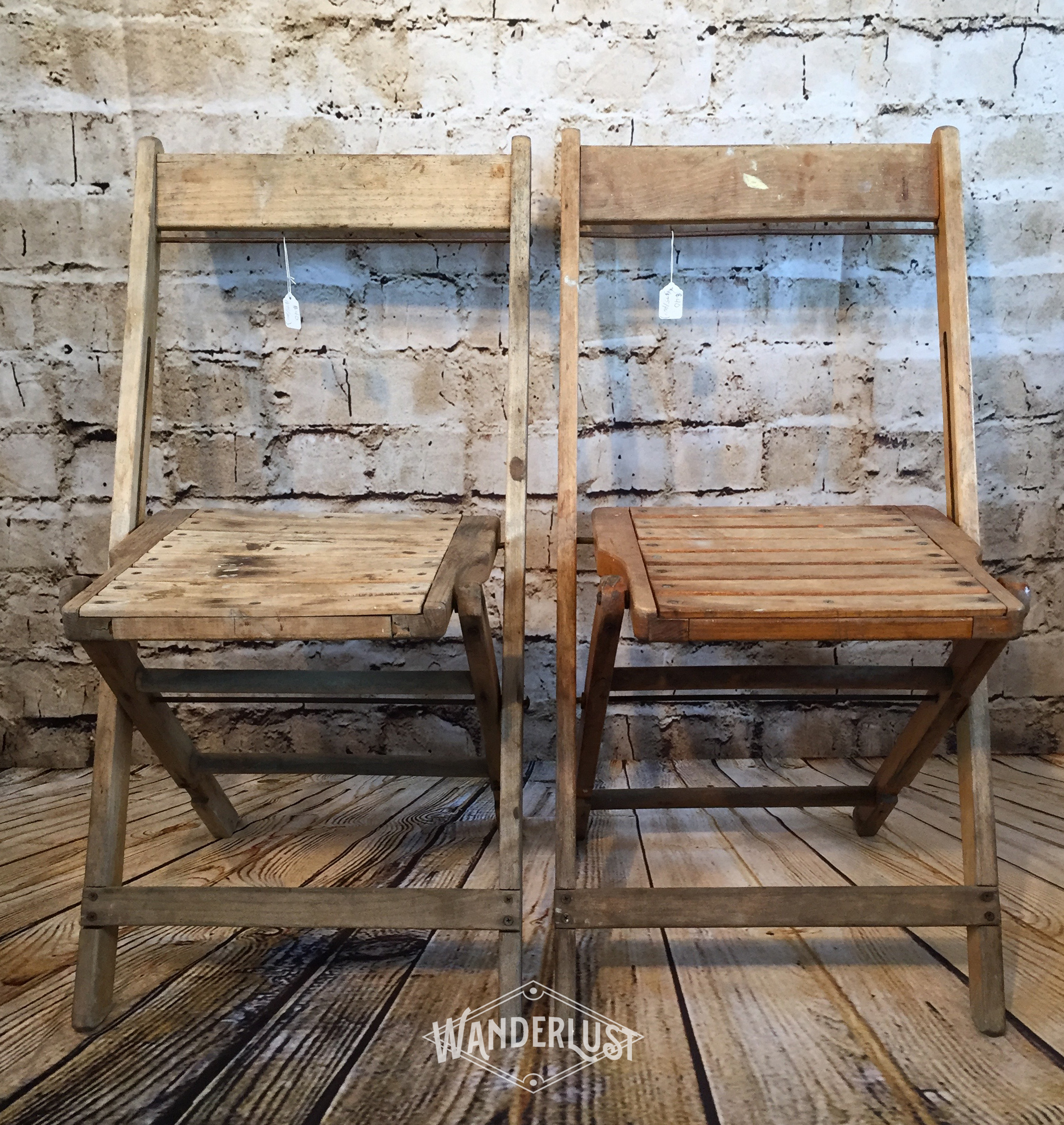 Incroyable Pair Of Wood Slat Vintage Folding Chairs