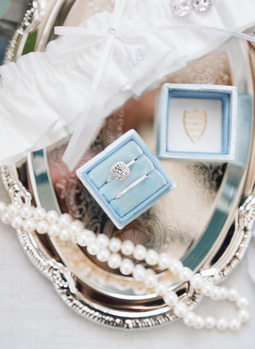 MD-Walkers-Overlook-Wedding-Bride-Get-Ready-3.jpg