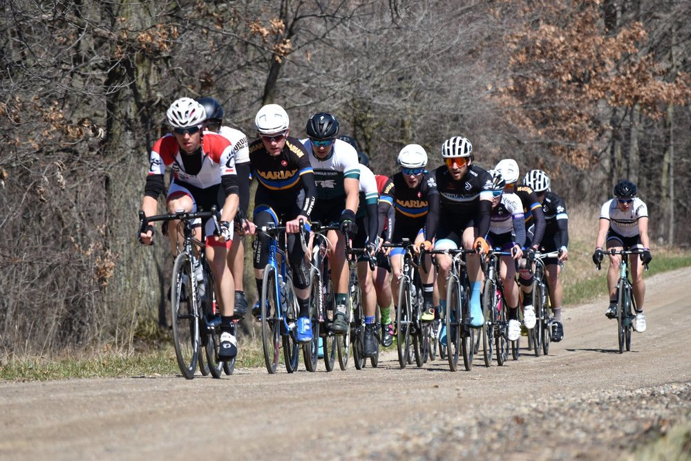 Men's B / Women'A field on the dirt section. photo by Fred Feng