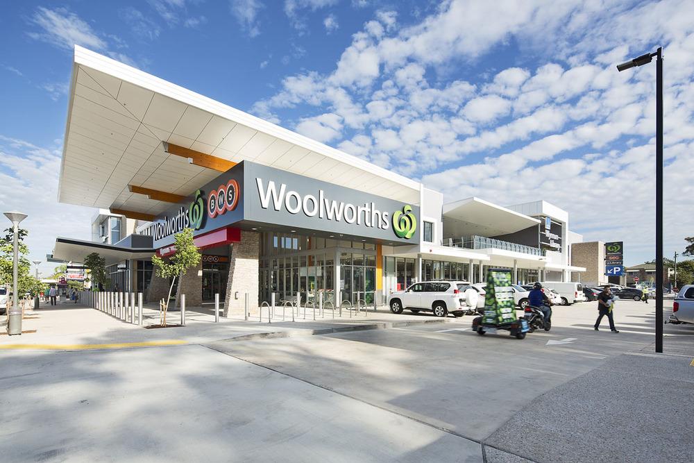 woolworths wynnum by Deluca