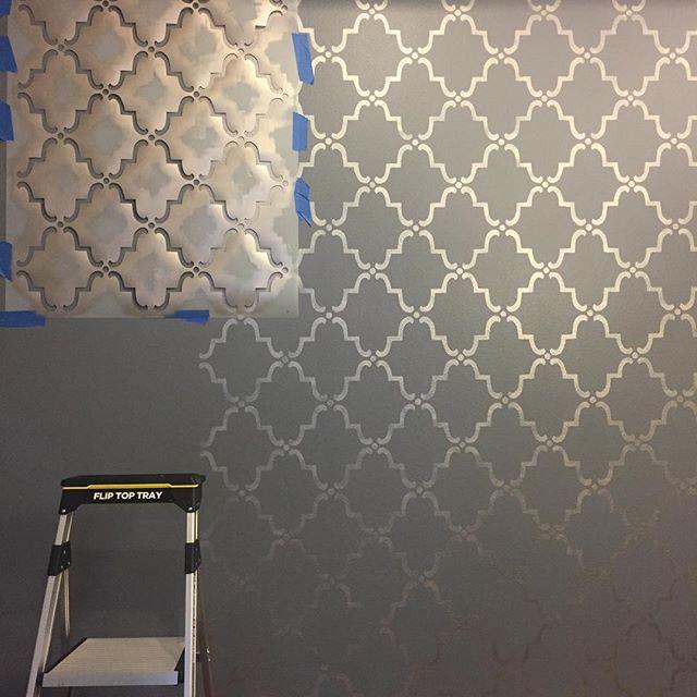 Stenciling a client's dining room 😍 #houstonartist #houstonstencil #stenciledwall #pattern #metallic #champagne #royaldesignstudios