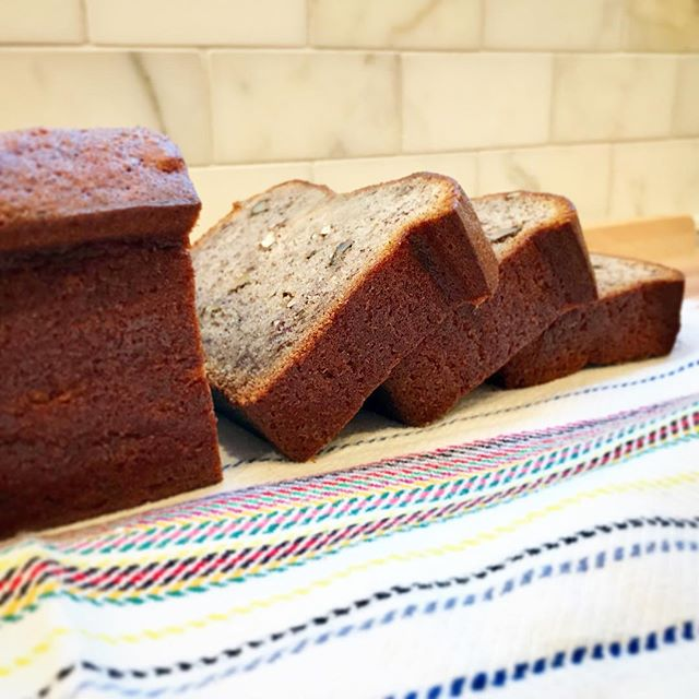 sometimes all you want is a thick slice of 🍌 bread.  ok, maybe all the time actually 😋  happy tuesday~~~