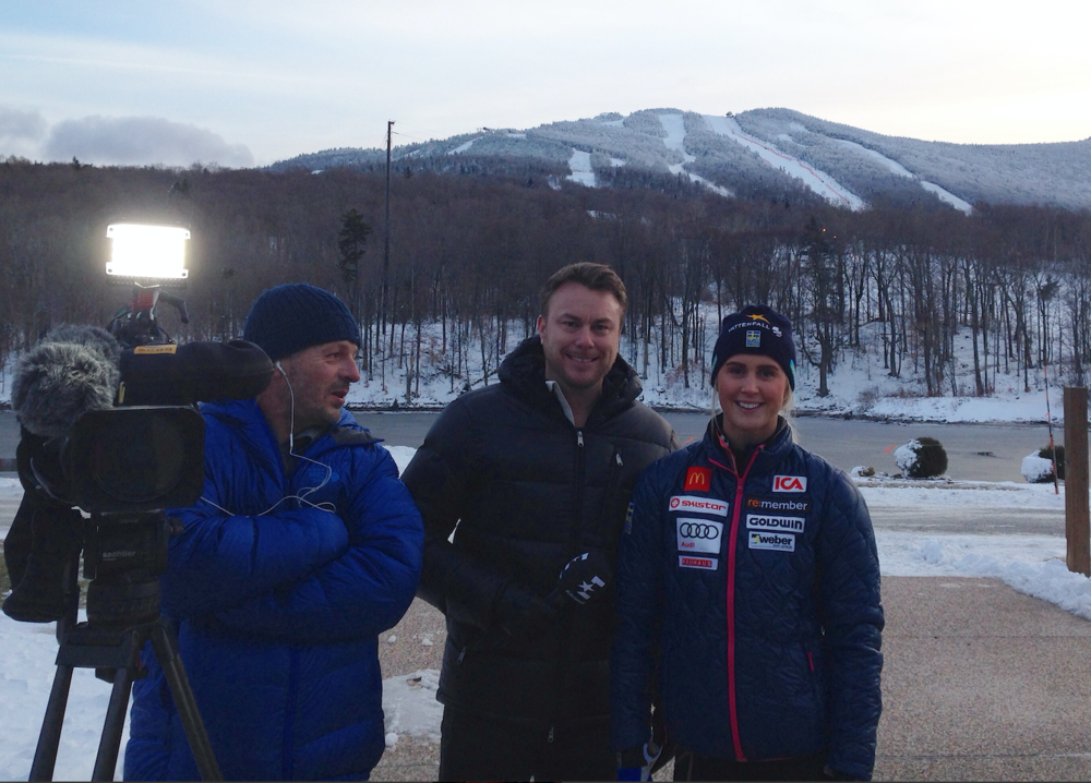 Pelle (mannen tv som är så entusiastisk över att vara med på bild)och jag ska intervjua Emelie Wikström, en av fyra svenskor som tävlar här i KIllington i helgen. Övriga är: Frida Hansdotter, Maria PH och Anna Swenn Larsson.Sändningarna ser ni i Eurosport i helgen.