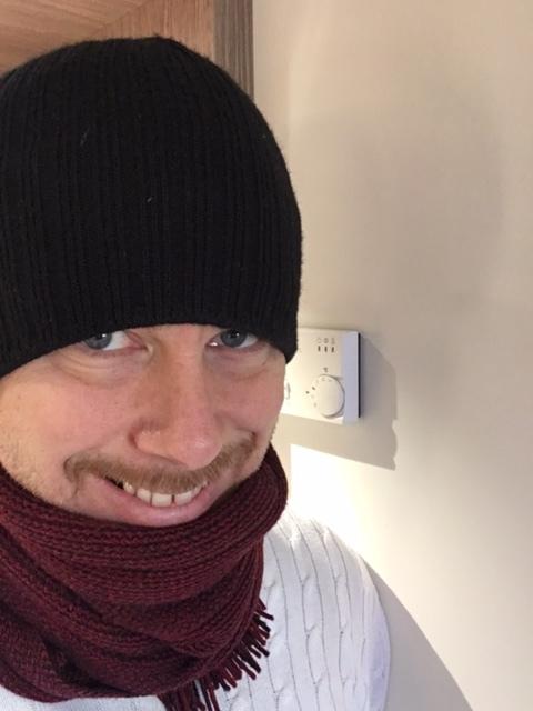 Lyckan när jag i min sovklädsel kom in i ett nytt rum och fick stifta bekantskap med en fungerande termostat.