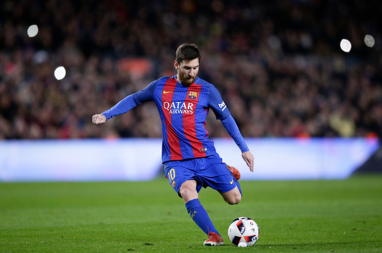 Lionel Messi, en av världens bästa fotbollsspelare genomgick i unga år ett hormonbehandlingsprogram, finansierat av hans nuvarande klubb Barcelona.