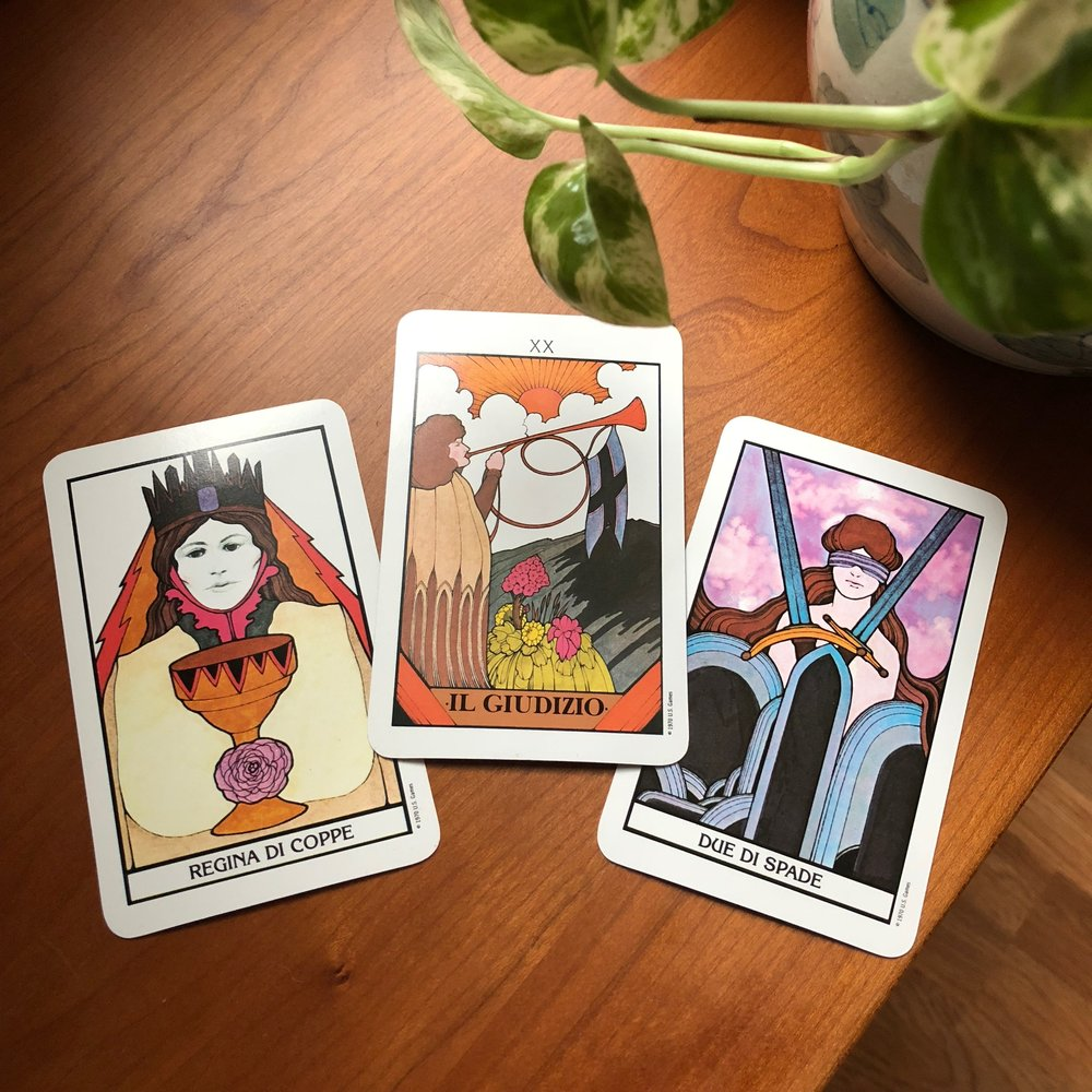 Aquarian Tarot Reading with Three Cards and Plant