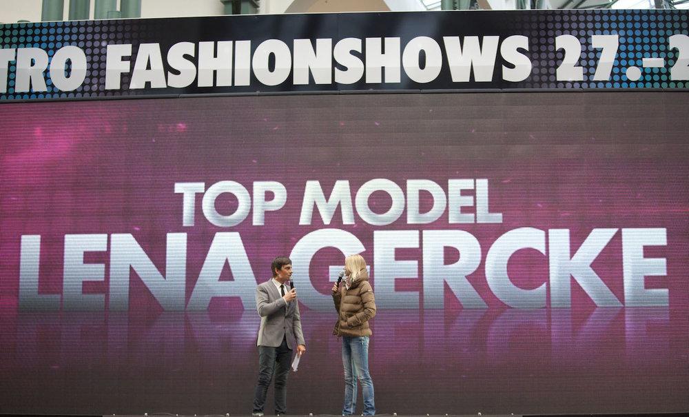 8_Harald_Greising_Moderator_Centro_Fashionshows.jpg