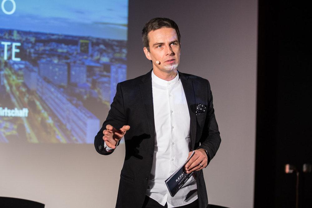 11_Harald_Greising_Moderator_Retailersday_Berlin_2018.jpg