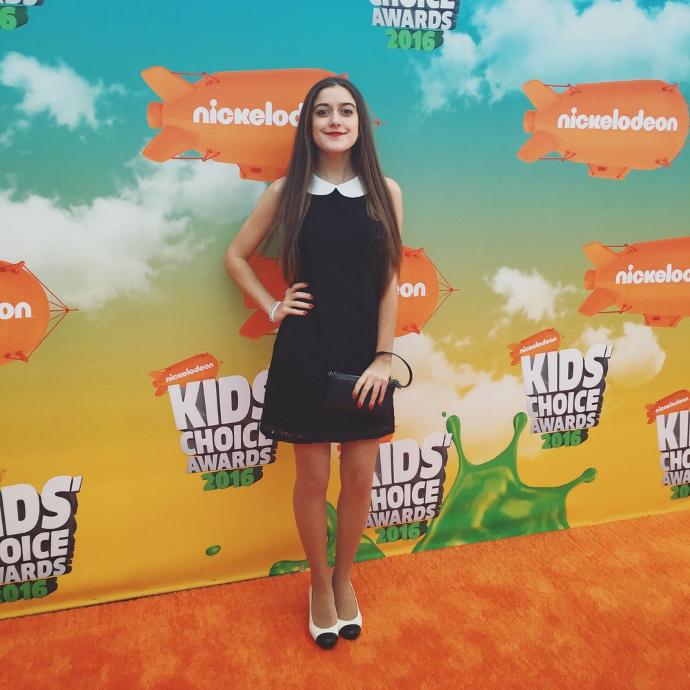 Karlee poses for the   Kids' Choice Awards 2016   Red Carpet.