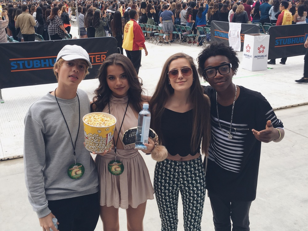 Karlee hangs backstage at Wango Tango with Isabela Moner, Jace Norman, & Jaheem Toombs.