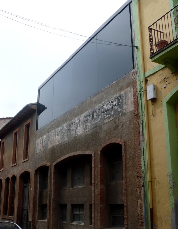 Front facade of Barberí Laboratory.