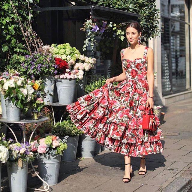 Summer days are here! @tamara in Dolce & Gabbana's runway rose poplin dress available to rent on oprent.com #LoveItReserveIt