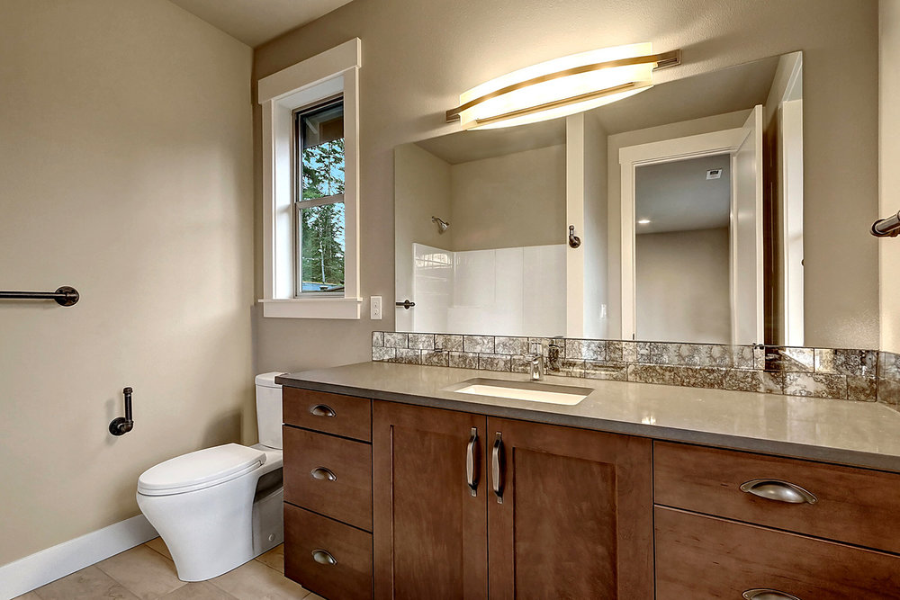 Main Floor Junior Suite - Bathroom