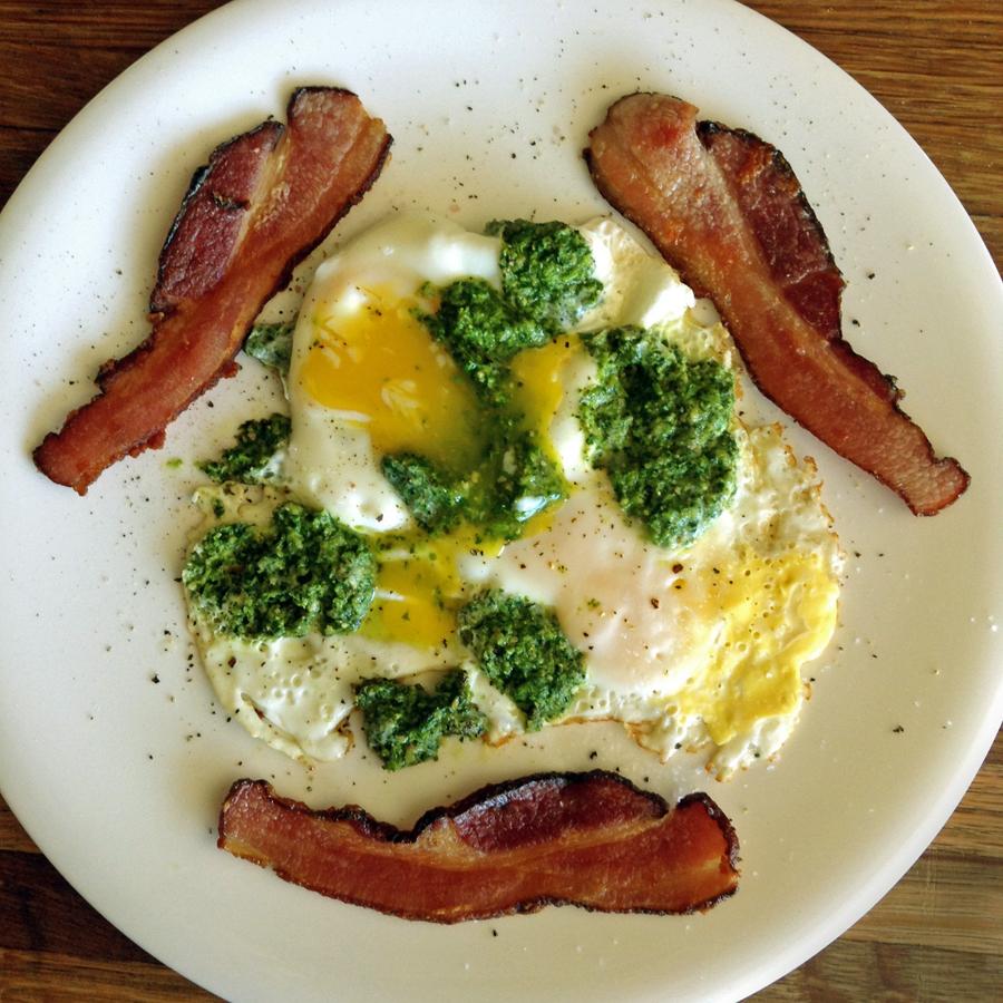 keto bacon and eggs with keto pesto sauce