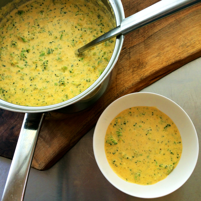 Keto cheese soup with broccoli and ketogenic soup recipe for dinner. This low carb broccoli cheese soup will impress your family for dinners.