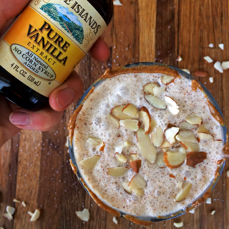 Almond keto vanilla milkshake with heavy cream. Use vanilla extract for an easy keto meal.