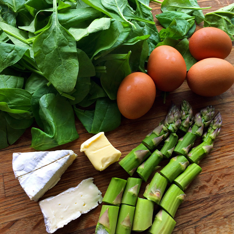 Keto spinach omelette recipe for the ketogenic diet. Use brie cheese and asparagus for this low carb breakfast recipe.
