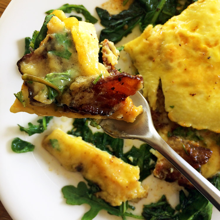 Delicious keto bacon cheese omelette recipe for the ketogenic diet. Use bacon on breakfast recipes.