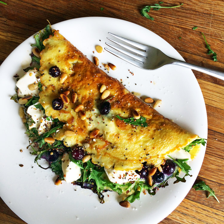 Easy keto omelette recipe with blueberries. Make this breakfast recipe on the ketogenic diet.