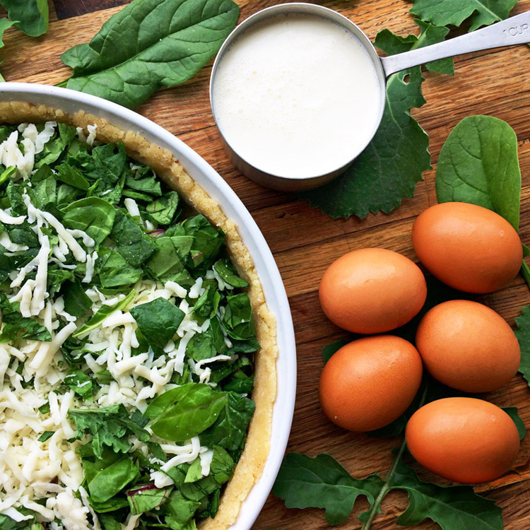 Keto spinach quiche recipe with eggs and power greens. Make this easy quiche on the ketogenic diet.