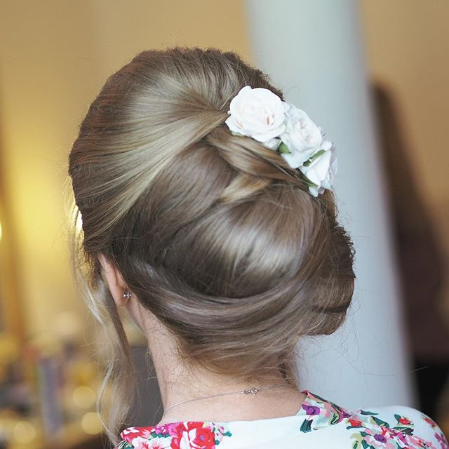 This time last week @handpickedhotels When you're bride has the most beautiful head of hair to work with 😍 #bridalhair #bride #bridehairup #WottonHouse #WottonHousewedding #hairstylist #makeupartist #bridalmakeup #bridetobe #allthingsbridal #Surrey Dorking #cljmakeup