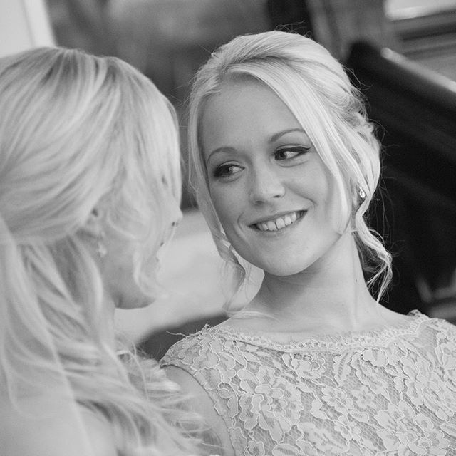 Good luck on your adventures @blueyeswhitelies we never did get those cocktails in! Ill look forward to a catch up next time you're home. Thank you @tek1985 for sending pics from your wedding... will be putting them live on www.cljmake-up.com very soon! 💕 #bride #bridesmaid #sisters #memories #childhood #friends #Surrey #bridal #bridalhair #bridalmakeup #surreymakeupartist #cljmakeup