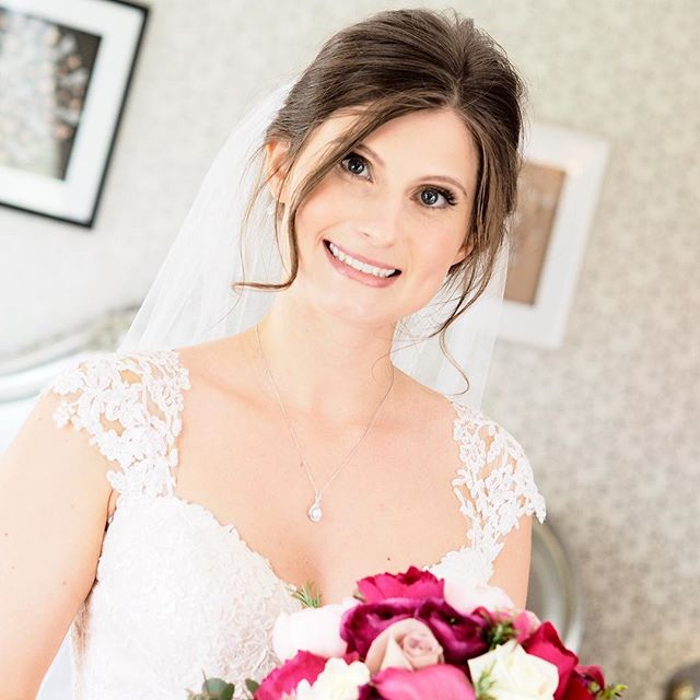 My approach to bridal? I want my bride to look like herself at her best. Skin should like skin and her natural features defined. To me, there nothing more beautiful, than a woman confident in her own skin 💕  #bridal #makeup #wedding #mua #makeupartist #allthingswedding #ramsterhall #surreywedding #surreymakeup #cljmakeup