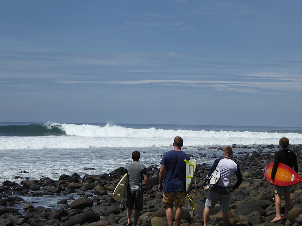 The rock dance down to Punta Roca as another perfect one grinds past
