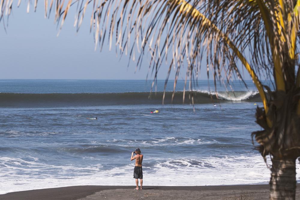 Surfing El Paredon