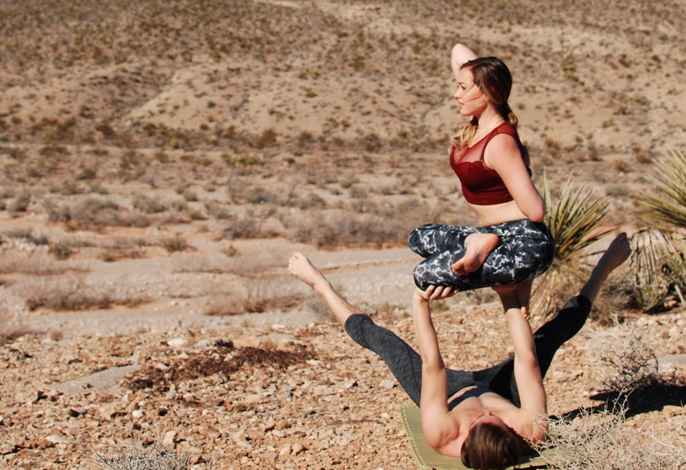 Acro_Yoga_Adriana-RedRockCanyon
