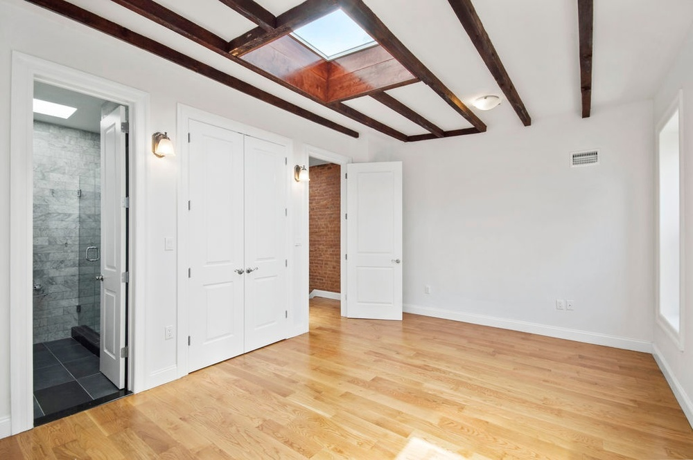 341 Bainbridge bed room.jpg