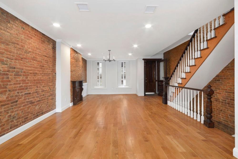 341 Bainbridge living room.jpg